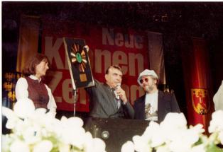 HCH-und-a-Goldene-durch-Bgm.-Dr.-Helmut-Zilk